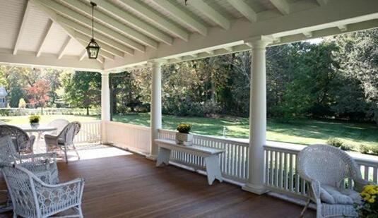 马里兰 巴尔的摩 BRIGHTSIDE路7309 挂牌价:4695000美元 在城市中位售价: 148875美元 这个19世纪80年代庄园位于鲁克斯顿/ WOODBROOK附近,是巴尔的摩最好的地区。这所房子,占地面积5.46英亩,几年前进行过翻修,包括定制灯光和音响的改进。它有八间卧室,六个全浴,两个半浴室和11个壁炉。居民还可以享受环绕的门廊和温室。