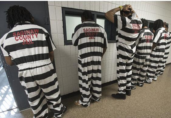 嫌橙色太时髦! 美国监狱囚服换成黑白条纹