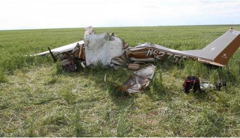 美飞行员开飞机时玩自拍 导致机毁人亡