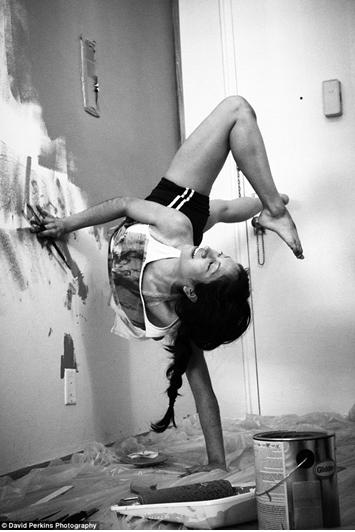 一字马out了!看芭蕾舞者生活中如何练功